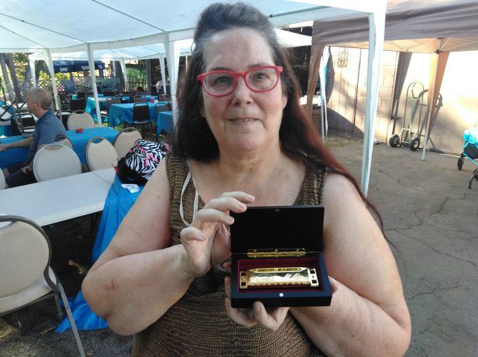 WEBSusie Faulk with Lee Oskar gold harmonica.jpg
